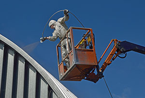 Bucket truck lift for spray painting